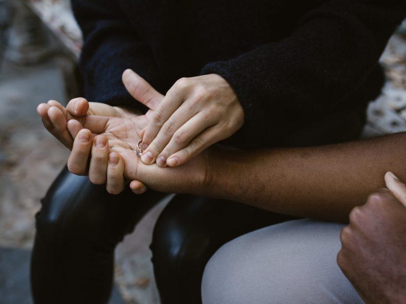 Para que amar a saudade se a gente pode falar do amor de agora?